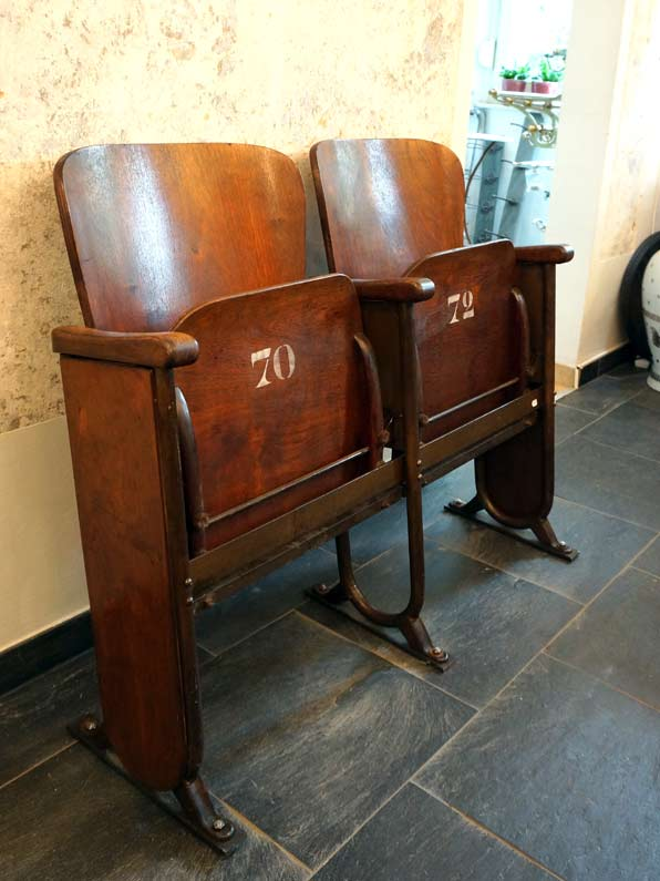 antikes interieur accessoires antike m bel interieurs in dresden eyecatcher exklusives. Black Bedroom Furniture Sets. Home Design Ideas