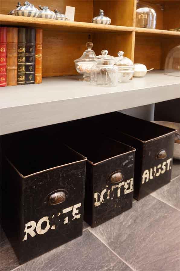 zum sortieren und dekorieren antike m bel interieurs in dresden eyecatcher exklusives. Black Bedroom Furniture Sets. Home Design Ideas